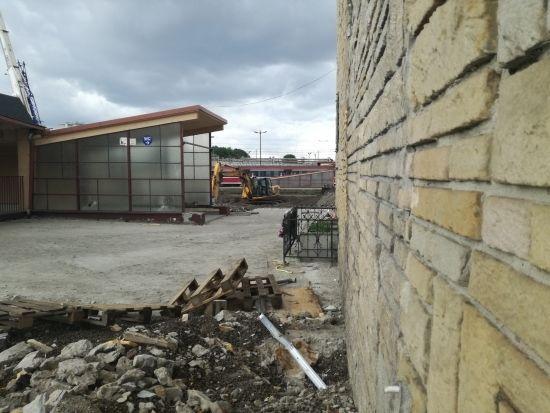 Znikają przęsła z kładki przy ul. Grottgera. Przejście będzie dostępne aż do zakończenia budowy [FOTO] - Aktualności Rzeszów - zdj. 5